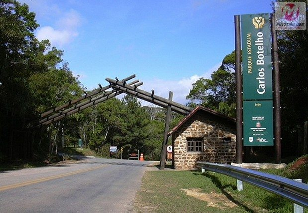 Portal da entrada do parque Carlos Botelho