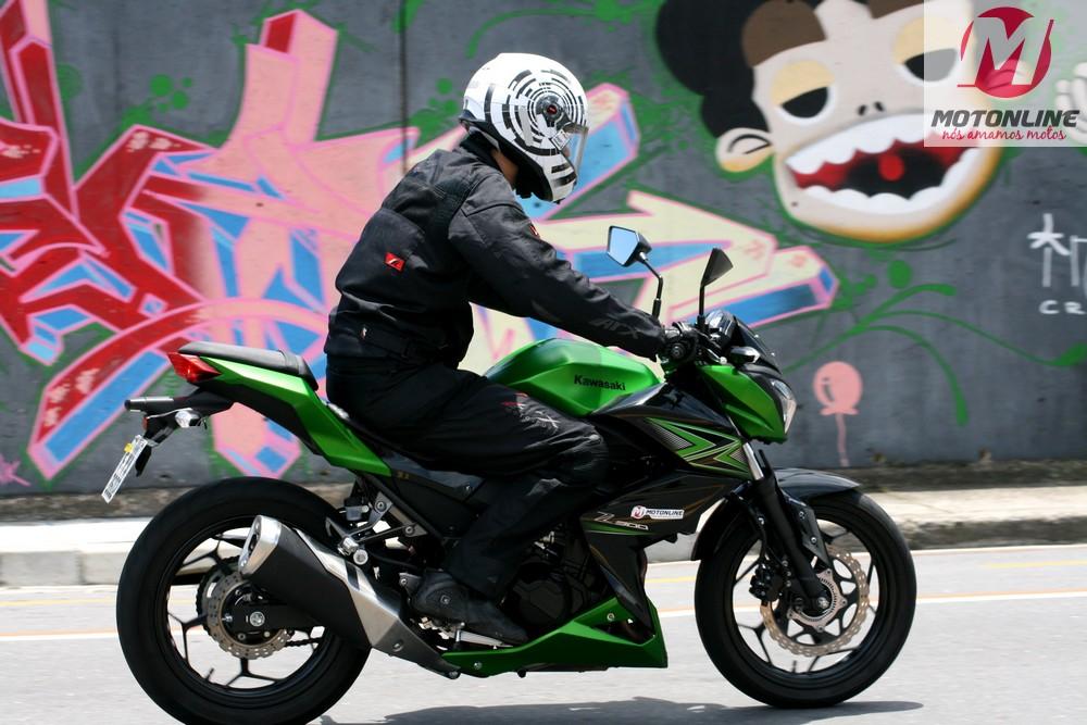 Kawasaki_Z300_acao_07