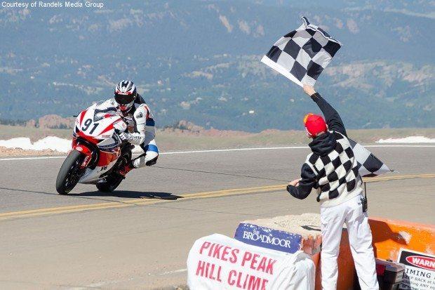 Rafael Paschoalin será o primeiro brasileiro a participar do Pikes Peak - divulgação