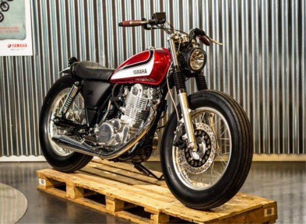 Moto tunada pela Yamaha Planete, França: uma legítima scrambler