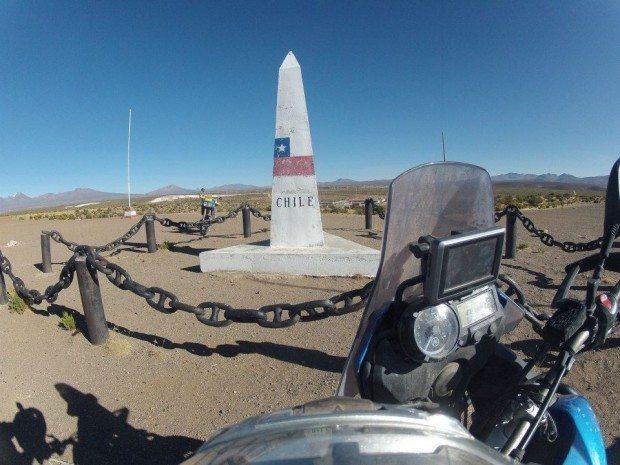 Chegada ao objetivo principal da viagem, o marco Tripartito na fronteira entre a Bolívia, Chile e Peru