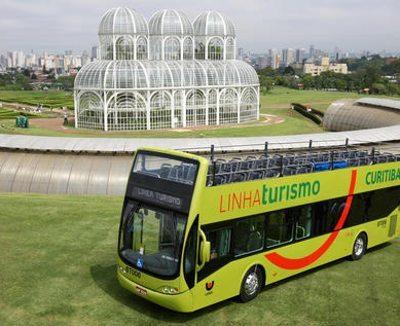 Curitiba oferece a Linha Turismo, que percorre os principais pontos turísticos da cidade