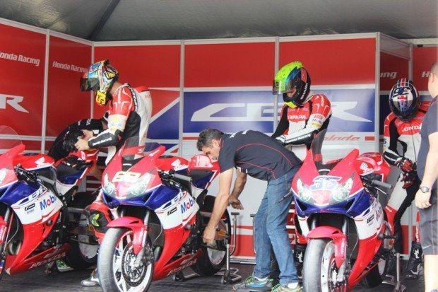 Equipe Honda Mobil se prepara para a largada (Anderson Romão - VGCOM)