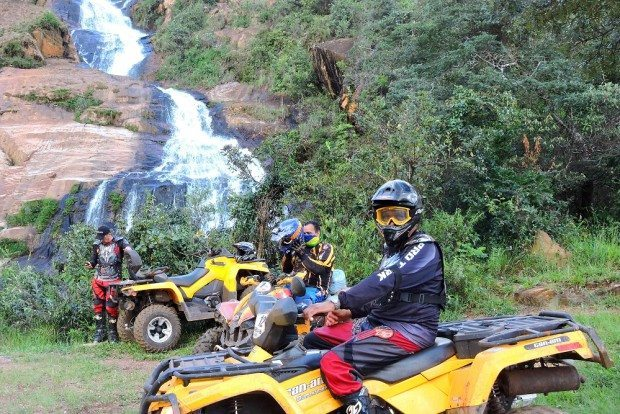 13 felizardos tiveram um dia de aventura off road nos arredores de Belo Horizonte - foto: Valentino Luchesi
