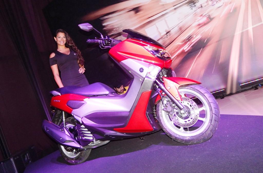 """Rodas aro 13"""", cores brilhantes: impressão de scooter maior"""