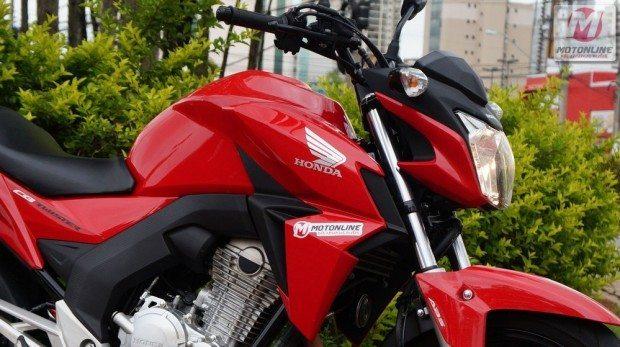 CB Twister tem o estilo das motos da marca, lembra bastante a CB 500