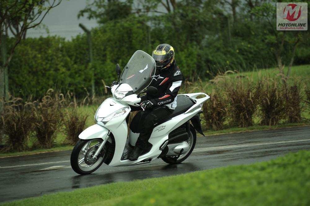 motonline-Honda-SH-300i-15