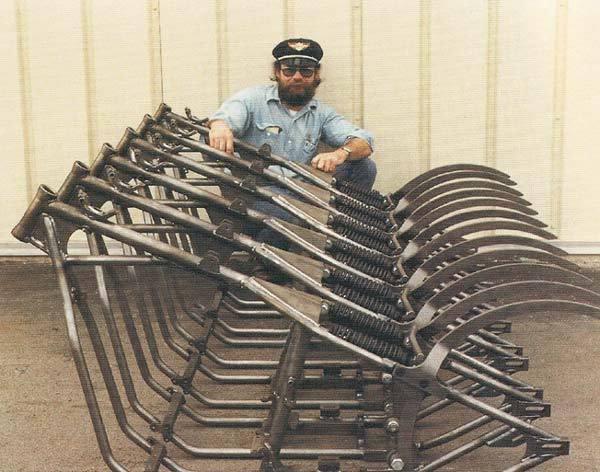 Bill Davis e sua criação, o chassi Softail da Sub Worx
