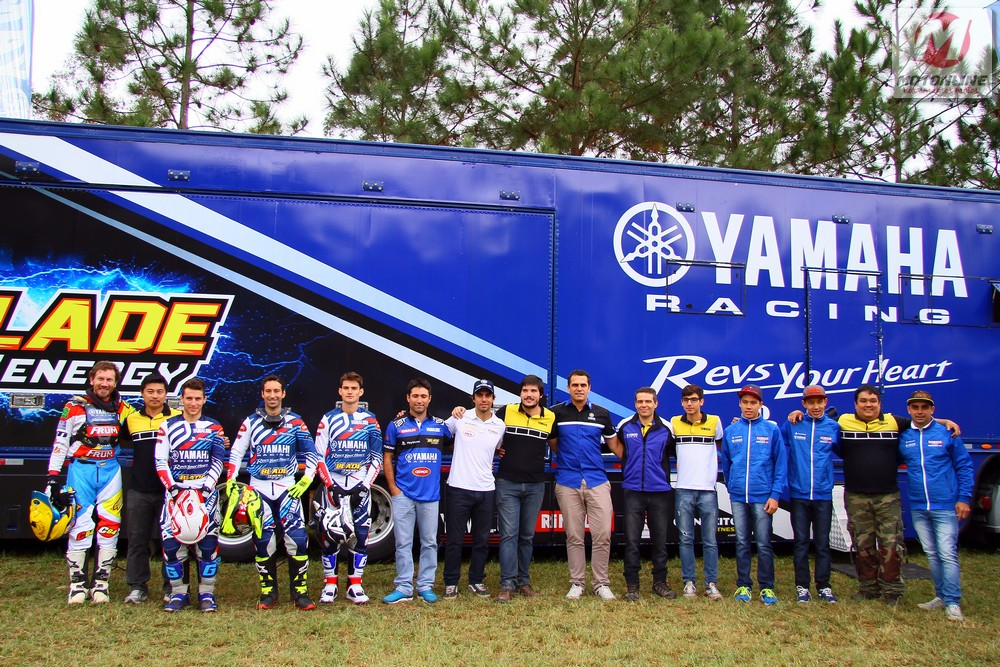 Yamaha-Racing-equipe-2016-01