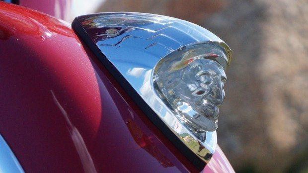 War Bonnet - Todo colecionador de motos anseia por ter uma cabeça do índio original dos anos 40 - Aqui ela está, iluminada por LED