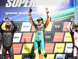 Piloto venceu no SuperBike Brasil, abrindo sete segundos sobre o segundo colocado