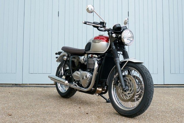 Esta é a Bonneville T120. Exceto a cor, é a mesma motocicleta
