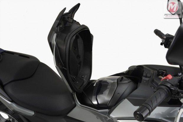 No compartimento de carga agora cabe um capacete fechado tamanho grande