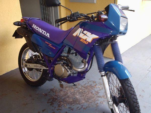 A moto escolhida: uma Honda NX 200