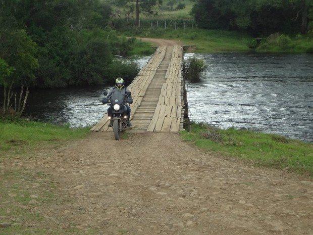 E lá no meio do mato tinha uma ponte - foto: Valdecir Coelho de Souza