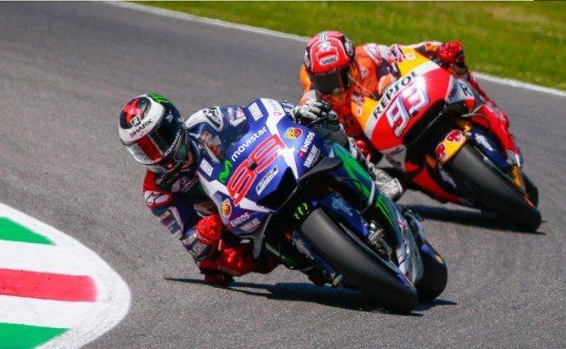 Lorenzo e Márquez durante duelo no GP da Itália. Na Áustria, eles lutam pela liderança da temporada da MotoGP