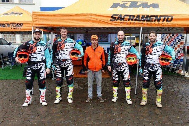 Equipe que participou da terceira etapa do Gaúcho de Enduro FIM, neste domingo