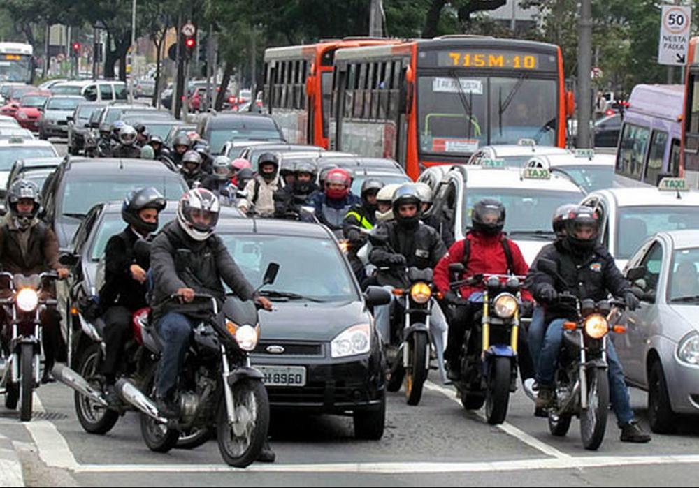 Em grandes centros urbanos cenas de acidentes com motocicletas são comuns. Esteja atento e evite riscos