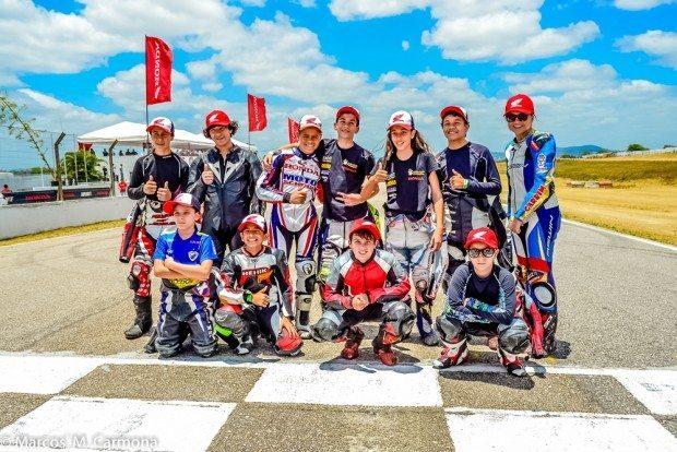Cheios de estilo, competição é composta por pilotos com idades entre 8 e 16 anos