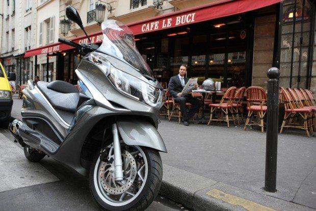 Piaggio X10: scooter referência em luxo e conforto