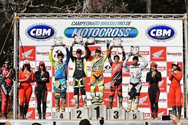 Honda representada pelo jovem Leo no primeiro lugar da MXJR
