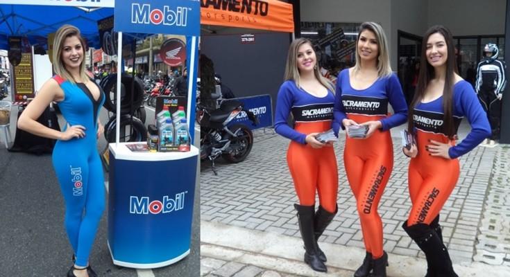 Belas garotas recepcionavam os visitantes em estandes e lojas de produtos motociclísticos