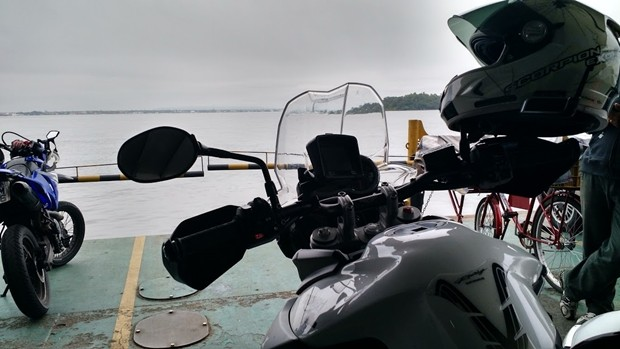 Travessia da Baia de Guaratuba em um ferry-boat