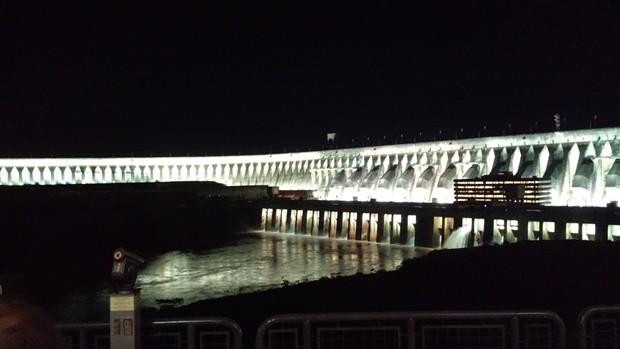 Decepcionante visita noturna à Usina de Itaipu