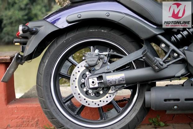 Freio traseiro a disco simples, com 250 mm