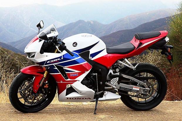 Atualmente, o coração que pulsa na Moto2 é o tetracilíndrico da Honda CBR 600RR. Contudo, a esportiva deixou de ser produzida e os investimentos da marca na categoria não são mais revertidos em vendas de motos. Logo, o negócio deixou de ser interessante à Honda