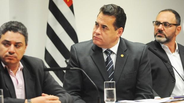 Rodrigo Ferreira da Silva (sindimoto), deputado estadual Jorge Wilson e Orlando Leone (Anfamoto) no lançamento da Frente Parlamentar de Veículos sobre Duas Rodas na ALESP: foco na indústria (foto de José Antonio Teixeira)