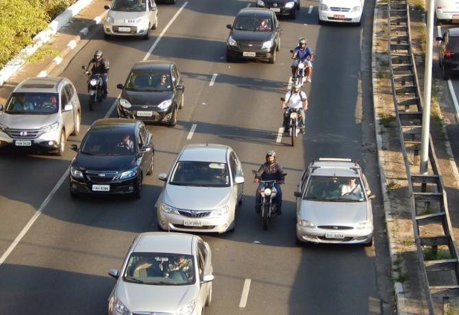 Califórnia legaliza uso do corredor por motocicletas