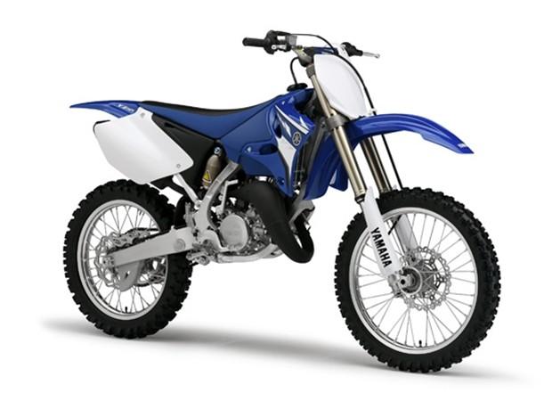 Algumas montadoras como Yamaha, KTM e Husqvarna ainda fabricam motos com motor dois tempos, para competição