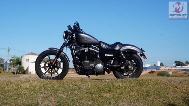 Harley-Davidson Iron 883 também entra no conceito Dark Custom. Motos têm até R$ 5 mil de desconto