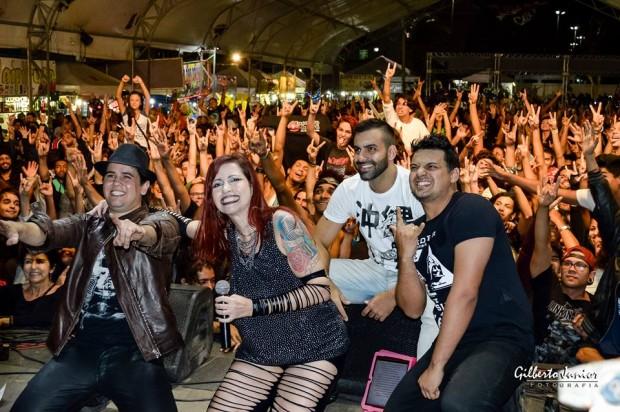 Banda Faixa Etária em recente show, realizado em Cabo Frio. Era um evento de motociclistas? Sim ou claro?
