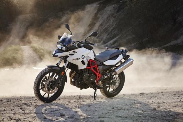 Ela substitui a G 650 GS, por um preço R$8.000,00 maior