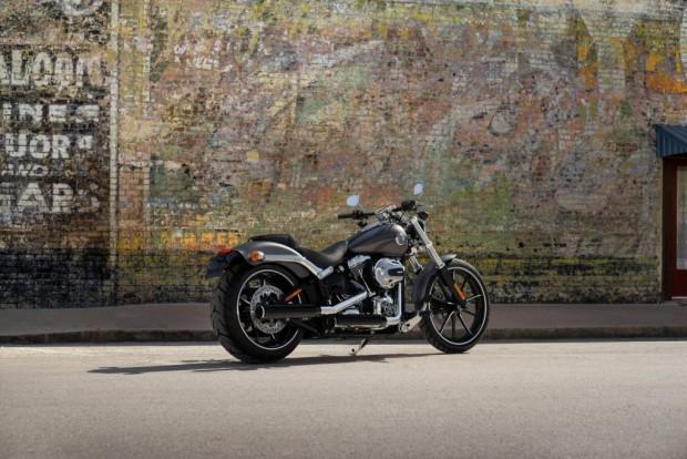 Bruno Gagliasso desfilará com uma Harley Breakout nos cenários de Sol Nacente