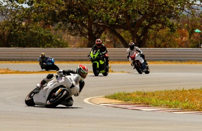 Motos não poderiam ficar de fora do Circuito dos Cristais. Final de semana teve competições em duas, e quatro rodas, on e off road