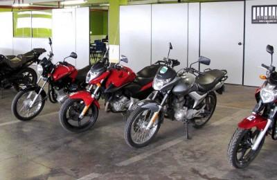Sala de aula para até 30 alunos e frota de motos à disposição