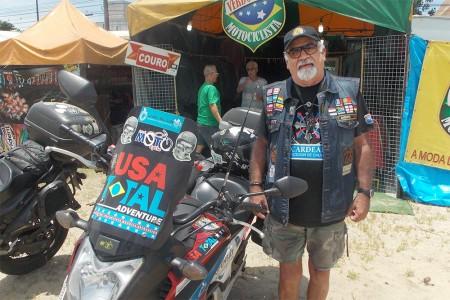 Augusto BR, sempre presente em encontros de motociclistas, já foi homenageado por rodar mais de um milhão de quilômetros de moto