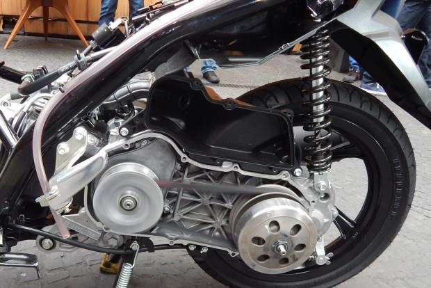 Motor compacto e um bom trabalho na suspensão deu à moto capacidade acima da média para absorver buracos