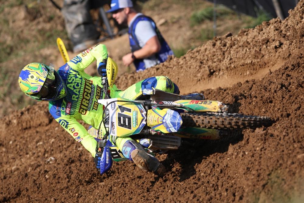 De verde e amarelo, pilotos representaram o Brasil no Motocross das Nações.  Resultado foi 894234319f