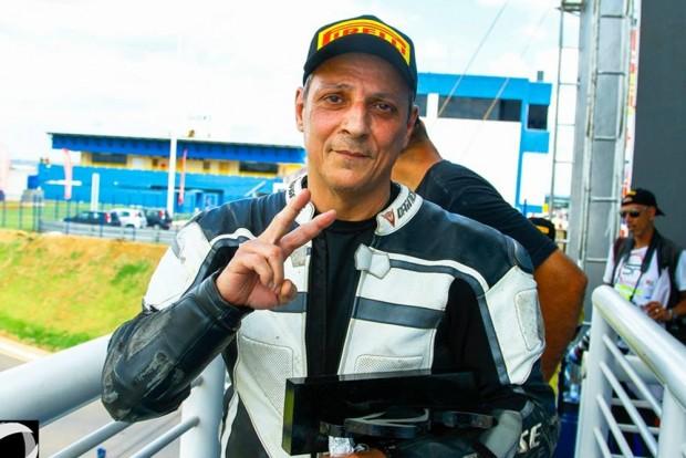 """Enfrentando a escassez de recursos, o carioca Othon Russo, o """"Voador"""", corre desde os anos 1970. Ele também estará no ICGP Brasil"""