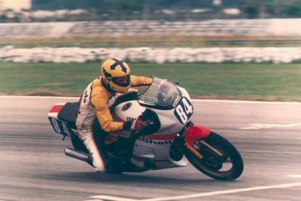 """Paraíso das clássicas: Othon Russo, o """"Voador"""", correndo com sua Yamaha no final da década de 1980. ICGP Brasil acontece em Goiânia"""