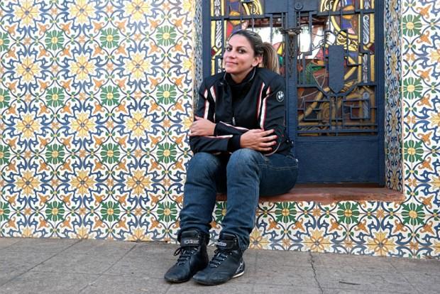 A jornalista e piloto Eliana Malizia é quem nos conduz nesta viagem de moto por Aiuruoca