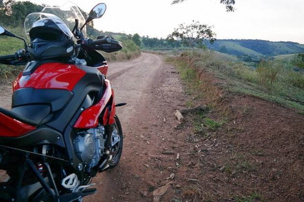 Ecoturismo não pode ser longe de estradas de chão. Apesar da falta de pavimentação as vias são bem conservadas, e os pneus e rodas para asfalto se saem bem nelas