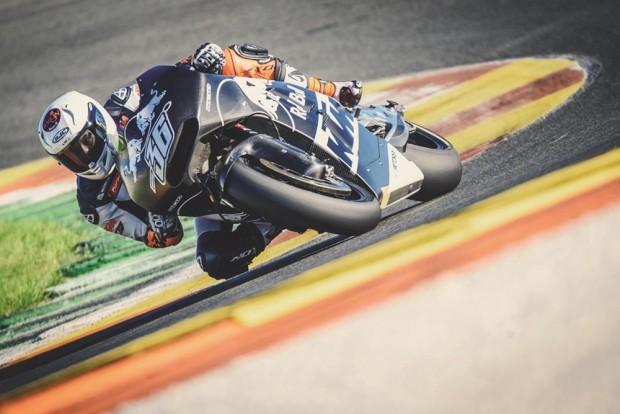 RC16 estreou em Valência neste final de semana com uma performance aquém do esperado. Em 2017 e 2018, os pilotos da KTM na MotoGP serão Pol Espargaró e Bradley Smith