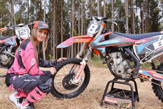 Multicampeã Maiara Basso correrá prova de motocross no México com uma moto diferente das que usa por aqui, uma Husqvarna 250F