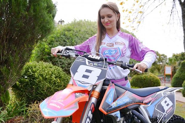 Disputando pela primeira vez o Latino de Motocross, Maiara Basso conquista o vice na MXF