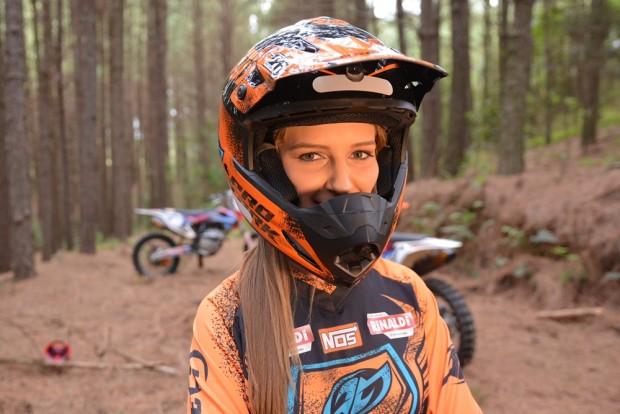 A piloto de motocross Maiara Basso, ou a Gringa, como foi apelidada